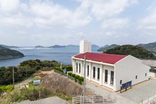 跡次教会越しに遠く上五島石油備蓄基地を望むの写真素材 [FYI02664911]