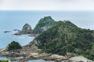大隅海峡を望む本土最南端の佐多岬灯台を見る風景の写真素材 [FYI02664913]