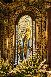 モンレアーレ大聖堂内部のマリア像の写真素材 [FYI02664921]