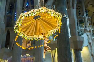 サグダラ・ファミリア内部主祭壇の天蓋飾りの写真素材 [FYI02664922]