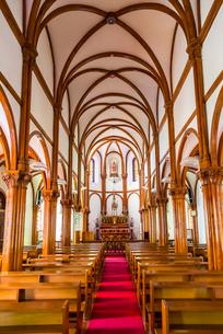 大曽教会リブ・ヴォールト天井アーチの内部風景の写真素材 [FYI02664942]