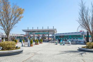鈴鹿サーキットメインゲート風景の写真素材 [FYI02664943]
