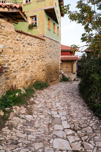 ジュマルクズックの味わいある石畳の路地の写真素材 [FYI02664949]