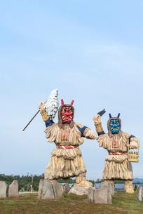 男鹿半島入り口に立つ巨大なまはげ像の写真素材 [FYI02664970]