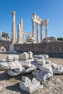 古代ペルガモン遺跡トラヤヌス神殿の写真素材 [FYI02665009]