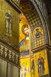モンレアーレ大聖堂内部の豪華なモザイク画の写真素材 [FYI02665082]