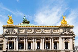 オペラ座、対になった金の天使像の写真素材 [FYI02665099]