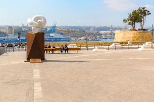 オーベルジュ・ド・カスティーユから望むグランド港の写真素材 [FYI02665141]