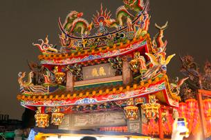 台北・士林慈誠宮の門の写真素材 [FYI02665188]