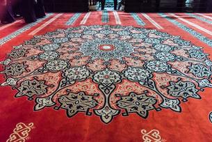 ウルジャーミィ床に敷かれた絨毯の写真素材 [FYI02665234]