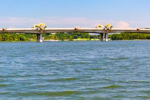 プトラ湖クルーズ Seri Perdana Bridgeの写真素材 [FYI02665320]