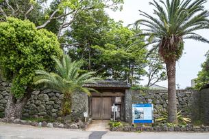 福江城(石田城)跡に残る五島氏庭園入口風景の写真素材 [FYI02665360]