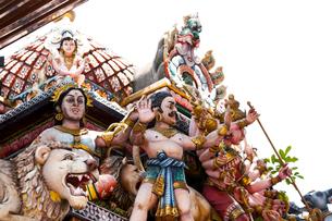スリ・ビーラマカリアマン寺院 極彩色の彫刻細工の写真素材 [FYI02665427]