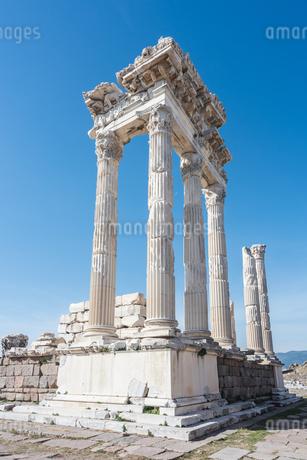 古代ペルガモン遺跡トラヤヌス神殿の写真素材 [FYI02665439]