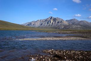アラスカ 北極圏の湖の写真素材 [FYI02665448]