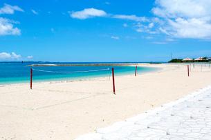 沖縄  あざまサンサンビーチ ビーチバレーコートの写真素材 [FYI02665501]