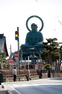 富山県高岡市の銅で作られた高岡大仏の写真素材 [FYI02665527]