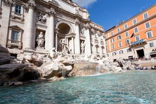 ローマ、トレビの泉とポーリ宮殿の写真素材 [FYI02665603]