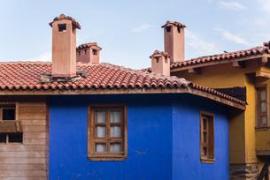 ジュマルクズックの伝統様式家屋の煙突風景の写真素材 [FYI02665680]