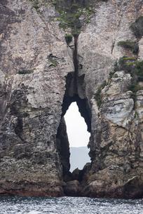 聖母子像に見えると言われるハリノメンド(針の穴)の写真素材 [FYI02665697]