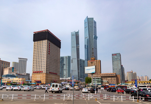 大連駅前高層ビル街の写真素材 [FYI02665768]