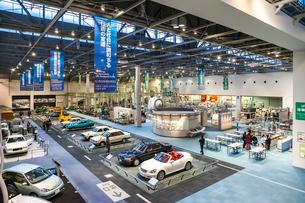 トヨタ産業技術記念館の自動車館風景の写真素材 [FYI02665943]