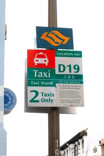 チャイナタウン モスク・ストリートのタクシースタンドの写真素材 [FYI02665998]