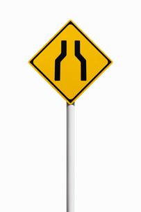 道路標識 幅員減少の写真素材 [FYI02666191]