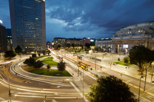 ミラノ中央駅前の写真素材 [FYI02666301]