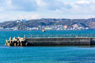 日間賀島から望む知多半島の写真素材 [FYI02666344]