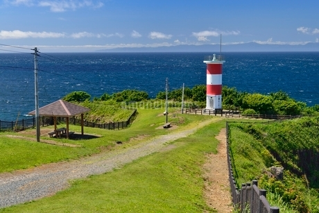 高野崎と灯台の写真素材 [FYI02666357]