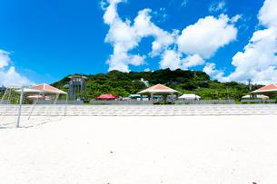 沖縄  あざまサンサンビーチ 中央広場方面の写真素材 [FYI02666394]