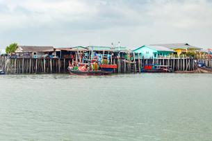 クタム島(カニの島)の水上集落の写真素材 [FYI02666406]