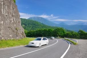 第二いろは坂(国道120号)と男体山の写真素材 [FYI02666472]