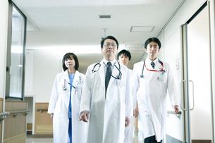 医師の回診の写真素材 [FYI02666707]