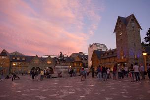 バリローチェのセントロ・シビコの夕暮れの写真素材 [FYI02666785]