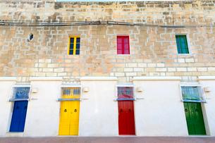 マルサシュロック,カラフルな窓とドアの写真素材 [FYI02666802]