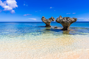 古宇利島のハートロックの写真素材 [FYI02666829]