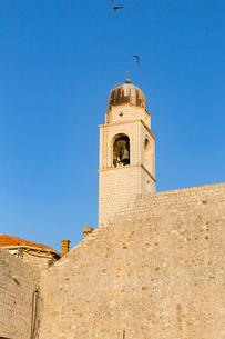 港から望む時計塔の写真素材 [FYI02666946]