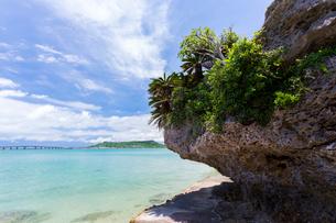 浜比嘉島 アマジンから望む平安座島の写真素材 [FYI02667132]