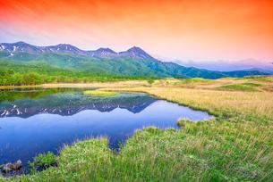 知床連山と一湖の写真素材 [FYI02667202]