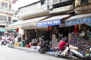 ハノイ旧市街、ルオンバンキャン通りの写真素材 [FYI02667304]