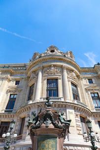 オペラ座、シャルル・ガルニエ(Charles Garnier)の像の写真素材 [FYI02667307]