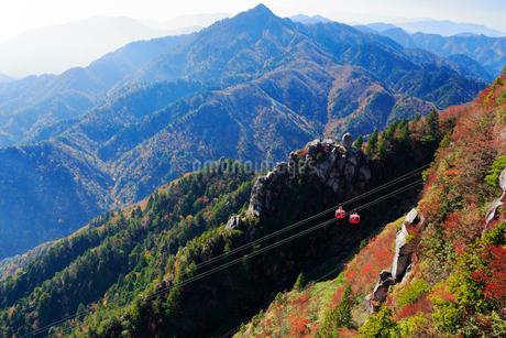三重県 御在所岳の紅葉の写真素材 [FYI02667461]