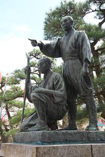 玉川兄弟像の写真素材 [FYI02667968]