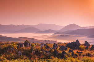 秋吉台の雲海の写真素材 [FYI02668152]