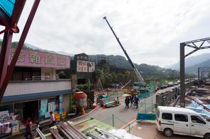 台湾、猴トン駅舎から望む炭鉱跡の写真素材 [FYI02668243]