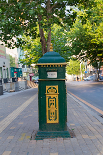 大連市,クラシカルな郵便ポストの写真素材 [FYI02668352]
