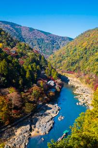 京都 嵐山 秋の保津峡の写真素材 [FYI02668460]
