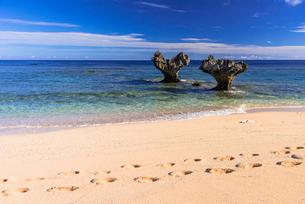 古宇利島のハートロックの写真素材 [FYI02668550]